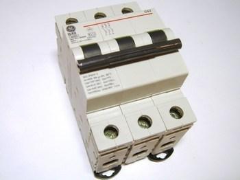 <p> Moodulkaitselüliti 3-faasiline, B 40A, General Electric, G63B40, 674733</p>