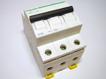 <p> Moodulkaitselüliti 3-faasiline, C 10A, Schneider Electric, K60N, A9K02310</p>
