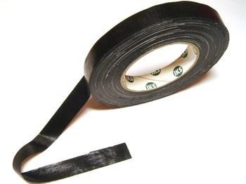 <p> Тканево-полиэтиленовая клейкая лента 19ммx50м, чёрная</p>