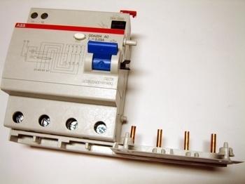 <p> Блок дифференциального тока 4-х полюсный, 30мA(0,03A), ABB, DDA204 AC-63/0,03, 2CSB204001R1630</p>