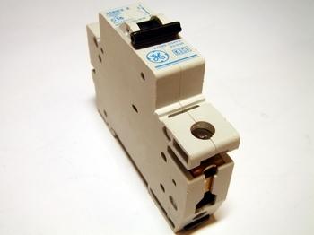 <p> Moodulkaitselüliti 1-faasiline, C 10A, General Electric, 621205</p>