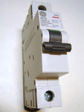 <p> Модульный автоматический выключатель 1-фазный, B 10A, General Electric, 674694, G61B10</p>