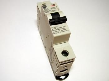 <p> Модульный автоматический выключатель 1-фазный, B 32A, General Electric, G61B32, 674699</p>
