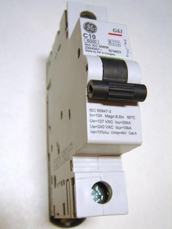 <p> Модульный автоматический выключатель 1-фазный, C 10A, General Electric, 674603, G61C10</p>