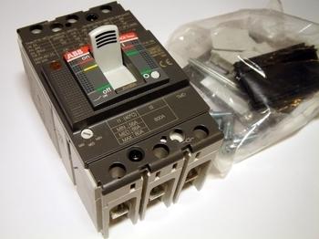 <p> Автоматический выключатель 3-фазный, 80A, ABB, SACE Tmax XT1B160, 1SDA066806R1</p>