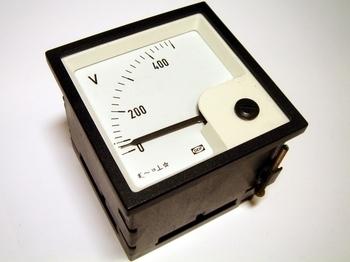 <p> Voltmeeter analoog 0-500V, EQ72-x, Deif</p>