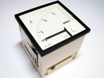 <p> Ampermeeter analoog 0-15A, IQ72, Cewe, 8740</p>