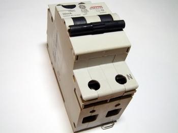 <p> Aвтомат тока утечки с автоматическим выключателем 1-фазный, C16 A, 30мA(0,03A), DMA100C16/030, General Electric, 609903</p>