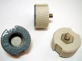 <p> Sulavkaitsme keraamiline põhjakontakt 16A/500V, Ifö Electric, 16/500ST</p>