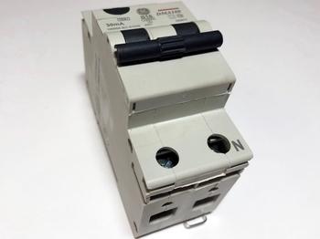 <p> Aвтомат тока утечки с автоматическим выключателем 1-фазный, B16 A, 30мA(0,03A), DMA100B16/030, General Electric, 609872</p>