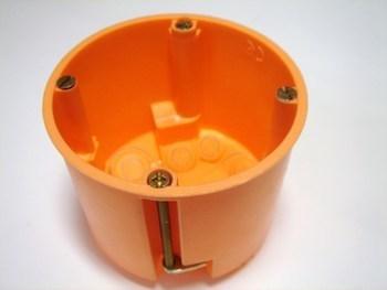 <p> Монтажная коробка для гипсокартона Ø68x61мм, E117/25, f-tronic, 7350096</p>