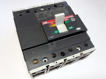 <p> Автоматический выключатель 3-фазный + ноль, 250A, ABB, SACE Tmax T3D250, 1SDA051328R1</p>