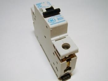 <p> Moodulkaitselüliti 1-faasiline, B 10A, General Electric</p>