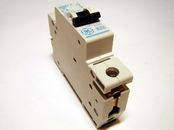 <p> Moodulkaitselüliti 1-faasiline, C 6A, General Electric, 621204</p>