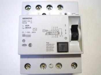 <p> Rikkevoolukaitse 3-faasiline 40 A, 30mA(0,03A), Siemens, 5SM1 344-0</p>