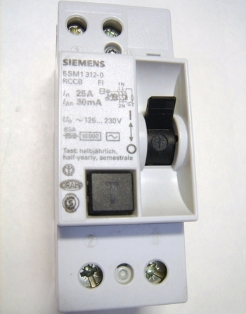 <p> Rikkevoolukaitse 1-faasiline 25 A, 30mA(0,03A), Siemens, 5SM1 312-0</p>