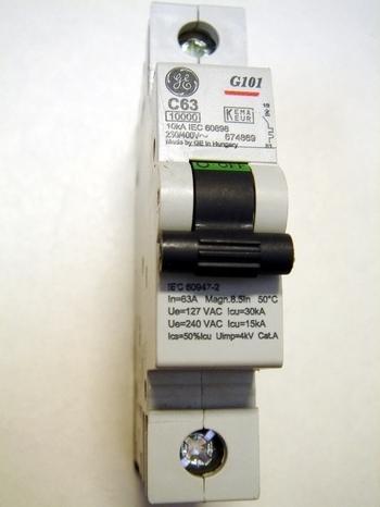 <p> Модульный автоматический выключатель 1-фазный, C 63A, General Electric, G101C63, 674869</p>