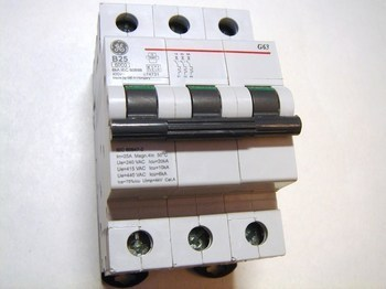 <p> Moodulkaitselüliti 3-faasiline, B 25A, General Electric, G63B25, 674731</p>