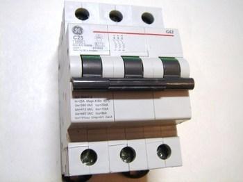 <p> Moodulkaitselüliti 3-faasiline, C 25A, General Electric, G63C25, 674655</p>