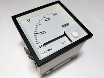 <p> Voltmeeter analoog 0-500V, IQ72, Cewe, 8712</p>