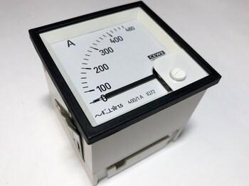 <p> Voltmeeter analoog 0-480V, IQ72, Cewe</p>