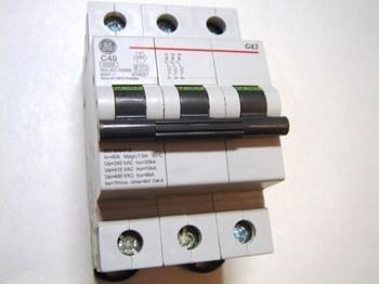 <p> Moodulkaitselüliti 3-faasiline, C 40A, General Electric, G63C40, 674657</p>