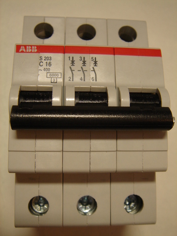 <p> Ostan moodulkaitselüliteid 3-faasilisi, C 16A, ABB, S 203</p>