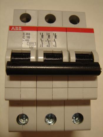 <p> Ostan moodulkaitselüliteid 3-faasilisi, B 16A, ABB, S 203</p>