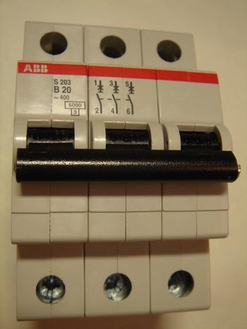 <p> Ostan moodulkaitselüliteid 3-faasilisi, B 20A, ABB, S 203</p>