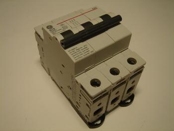 <p> Ostan moodulkaitselüliteid 3-faasilisi, B 16A, General Electric</p>