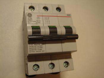 <p> Ostan moodulkaitselüliteid 3-faasilisi, C 32A, General Electric</p>