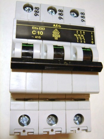 <p> Moodulkaitselüliti 3-faasiline, C 10A, AEG, Elfa E83</p>